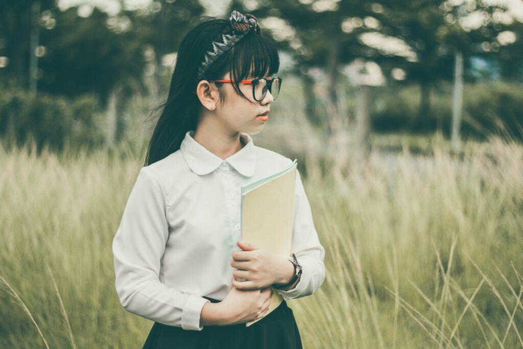 仲谷明香は眼鏡キャラだった!?AKB時代と現在の画像は?